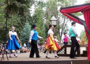 Greenshow dancers
